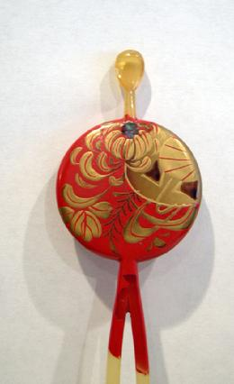 Antique Japanese Red/Gold Lacquered Kushi (Comb) Kanzashi (Hairpin) Set Inlaid with Aogai - Kanzashi Closeup View