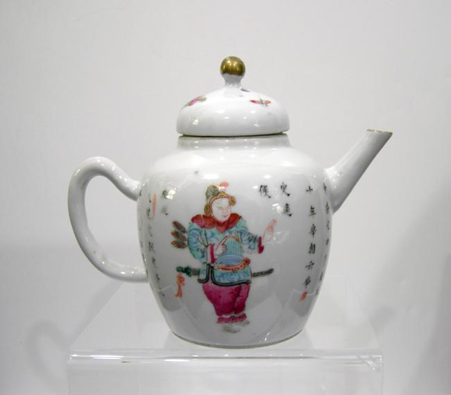 Antique Chinese Famille Rose Teapot - Qing  - Side 2